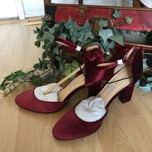 Brand new!!! Liz Claiborne sandals ❤️